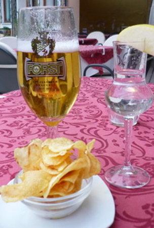 Gilf Restaurant: Kleines nettes Bier Gedeck
