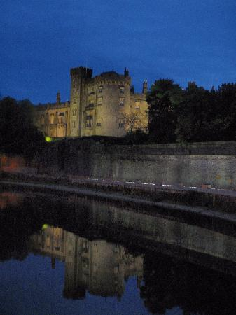 Castillo de Kilkenny: Castle at Night 5