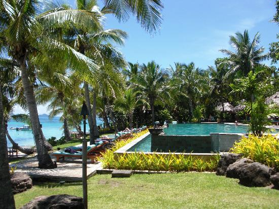Tokoriki Island Resort: The infinity pool from the side
