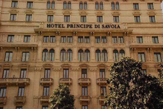 Hotel Principe Di Savoia: Front of Hotel