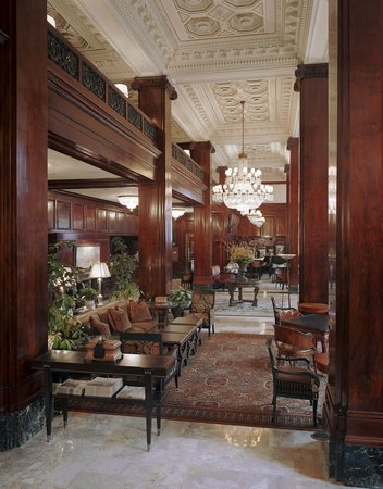 The Benson, a Coast Hotel: Grand Lobby
