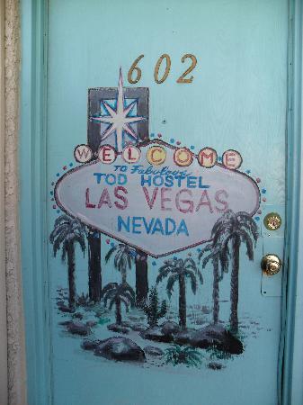 Tod Motor Motel: Door artwork