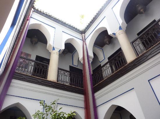 Riad Mabrouk: Patio interior hacia arriba