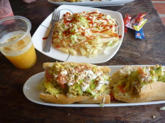 Таганга, Колумбия: Lunch at La Baguettes de Maria, Taganga