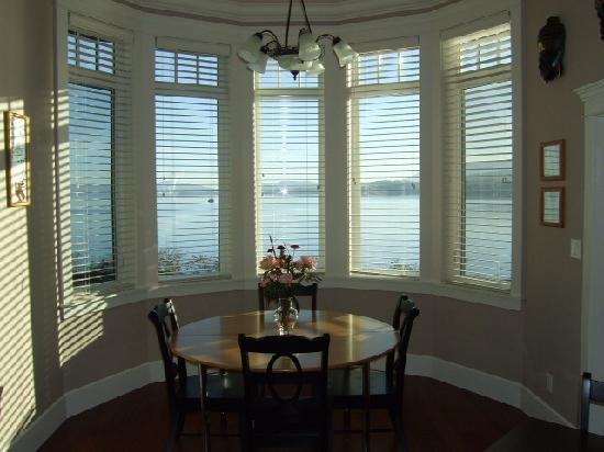 Beachside Garden B & B: Breakfast Room