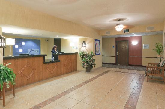 Holiday Inn Express Bishop: Guest Registration