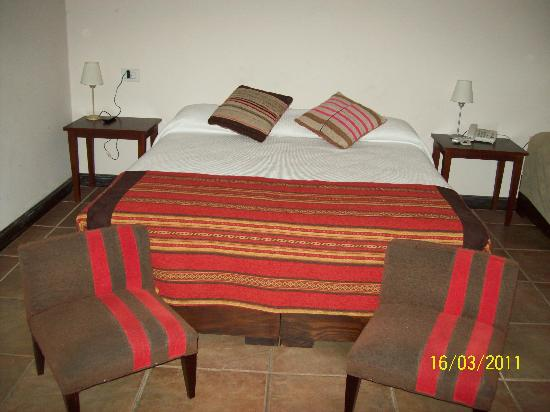 Hotel Boutique Bonarda: habitación doble, muy amplia, cómoda y decorada con calidez y buen gusto