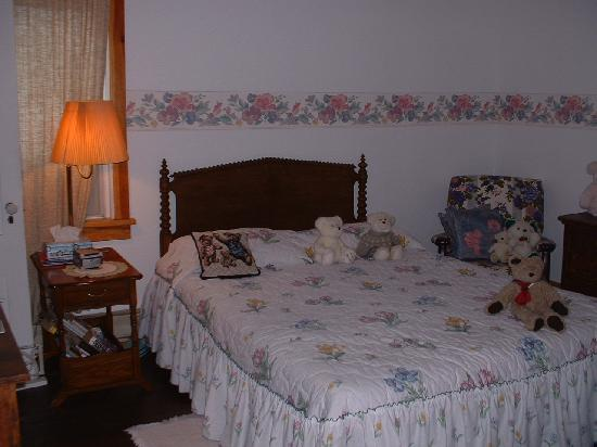 Kringle's Bed & Breakfast: The Bear Room