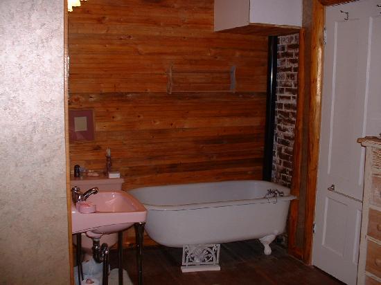 Kringle's Bed & Breakfast : The Bath