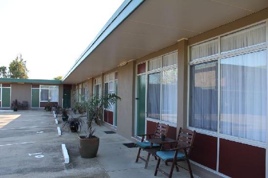 Luhana Motel & Horse Stables: The Motel