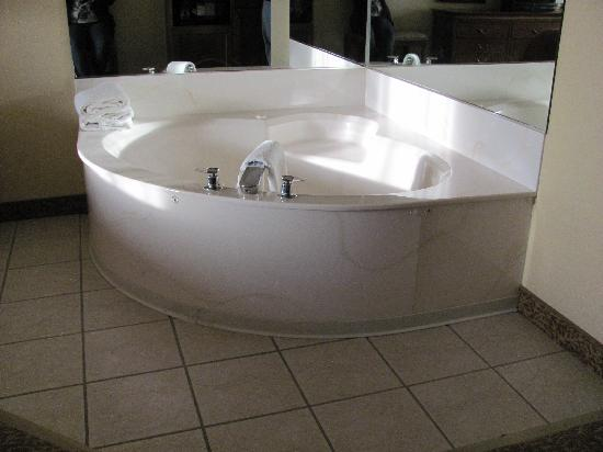 Country Inn & Suites By Carlson, Rapid City: Whirlpool room pic