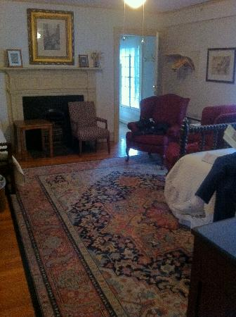 Historic General Lewis Inn: The front room of Room 202 (2 room family suite)