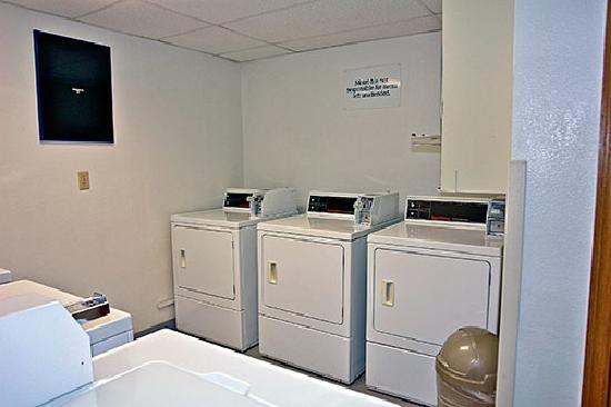 Motel 6 Gillette: Laundry Room!