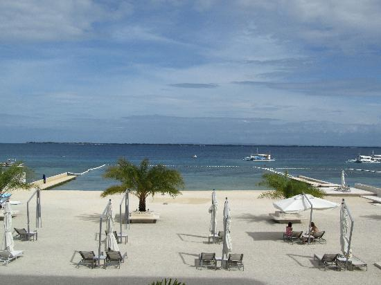 Be Resorts - Mactan: Beach view from the pool area