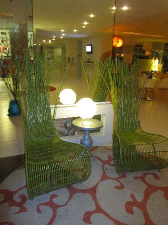 Be Resorts - Mactan: Lobby chairs