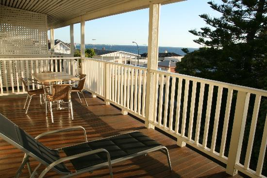 Cottesloe Waters Executive Apartments: Afternoon on the deck.