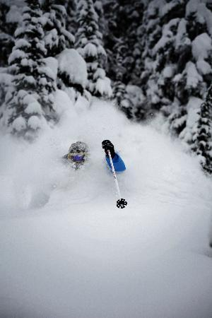 Mica Heliskiing : Skiing in December in the BC Rockies