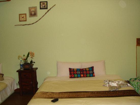 Fuyam Tourist Home: My huge (Master) bedroom with twin King-size beds