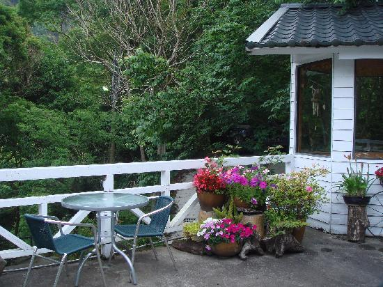 Fuyam Tourist Home: The patio where we had our breakfast and tea