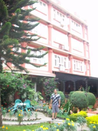 โฮเต็ลเอ็นเคาท์เตอร์เนปาล: Hotel