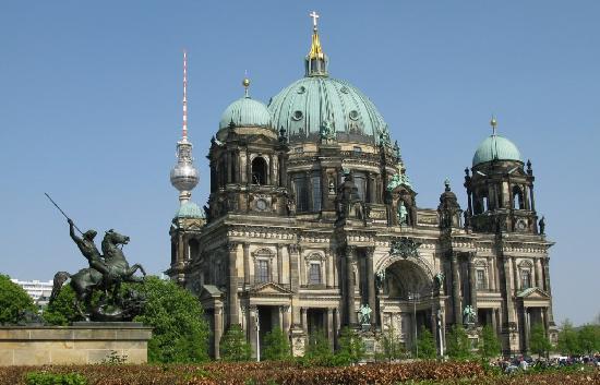 Berlin Cathedral: Reiterstatue, Funkturm und Dom
