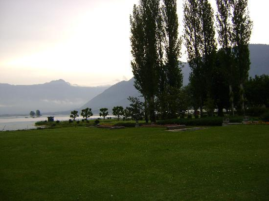 Centaur Lake View Hotel : Back side