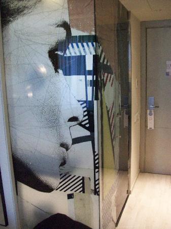 H10 Berlin Ku'damm : Bathroom door.