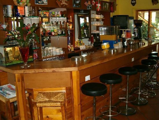 Hexagone: bar resreve aux clients de l'hotel
