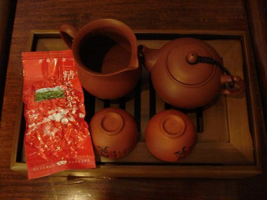 Rich Garden Hotel: こんなお茶のセットを持って来てくれます。