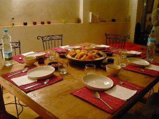 Riad La maison d'a cote: Un très bon couscous a partagé avec tout le monde