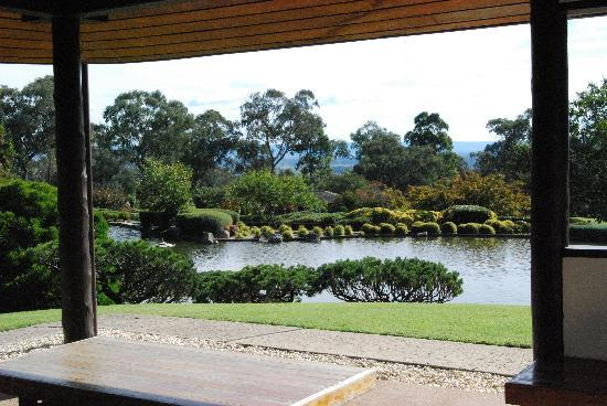 Cowra, Avustralya: View of the lake.