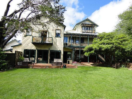 Leura House: Achterzijde van het huis + tuin