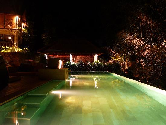 The Purist Villas and Spa: Pool by night