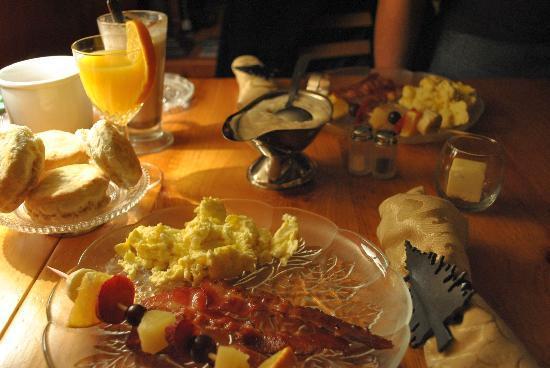 Aska Mountain Mill Bed & Breakfast: Delicious breakfast!