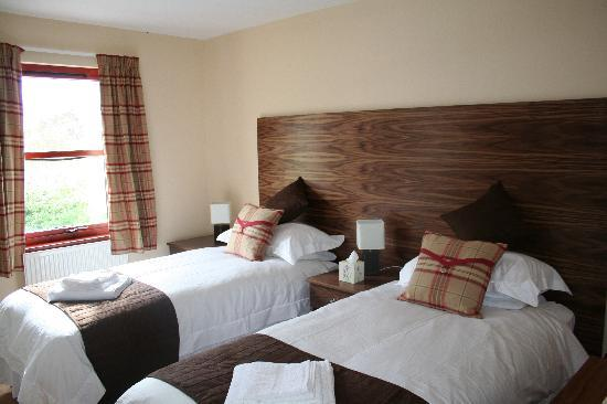 The Lochailort Inn: Newly decorated twin bedrooms
