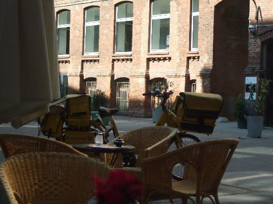 Ima Loft Apartment: inner yard of the block