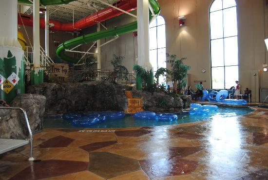 Rodeway Inn North Conference Center: water park in hotel