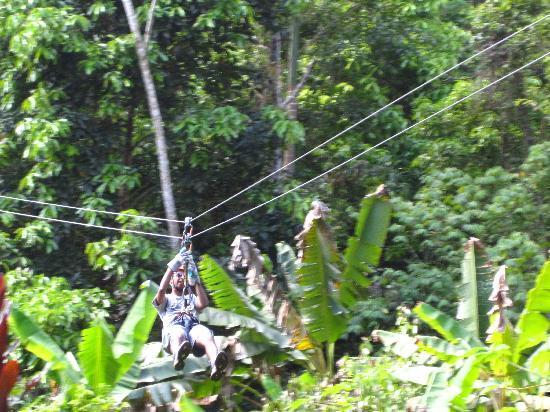 Utuado, Porto Riko: zip lining throught the mountains