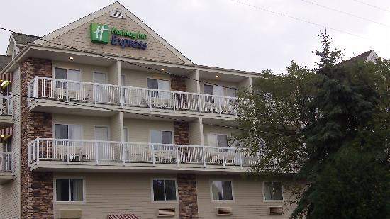 Holiday Inn Express Mackinaw City: Our room was on the top floor