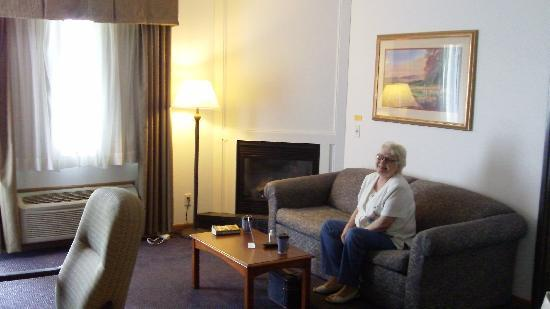 Holiday Inn Express Mackinaw City: We had a fireplace in our sitting room