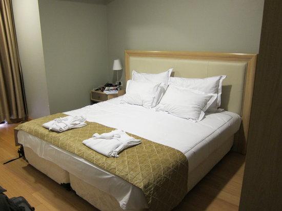 Agora Life Hotel: Bed