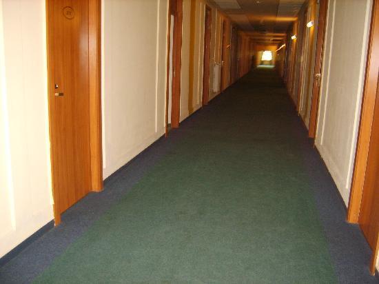 Hunguest Hotel Millennium : pasillo