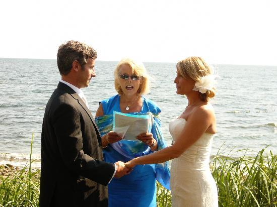 The Bonniebrook Lodge: Wedding Ceremony on the beach