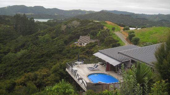 Waimanu Lodge Whangaroa Northland: Looking down on Waimanu from the garden