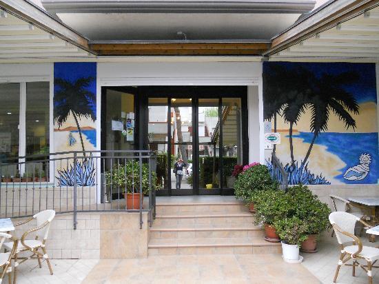 Hotel Bahamas: l'entrata dell'hotel
