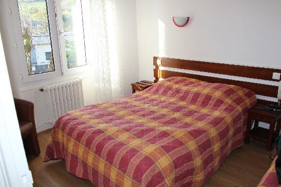 Hôtel Le Clos : Aperçu d'une chambre lit double + lit simple