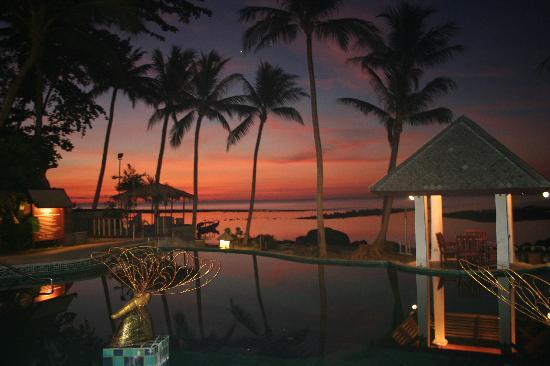 Centara Villas Samui : sunrise over the main pool