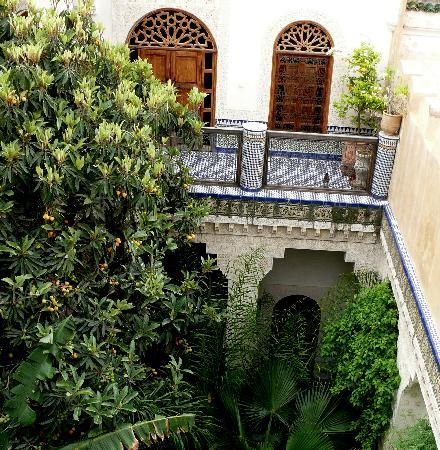 Riad Les Oudayas: Corte del Riad