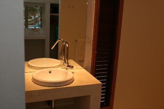 Sorobon Beach & Wellness Resort: Bathroom in our cabin