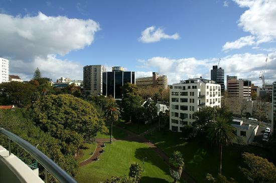 Quest Auckland Serviced Apartments: View Over Myers Park